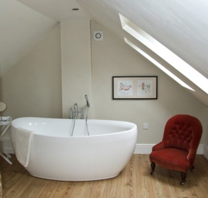 badgestaltung in der dachgeschosswohnung und wie das am besten gelingt. Black Bedroom Furniture Sets. Home Design Ideas