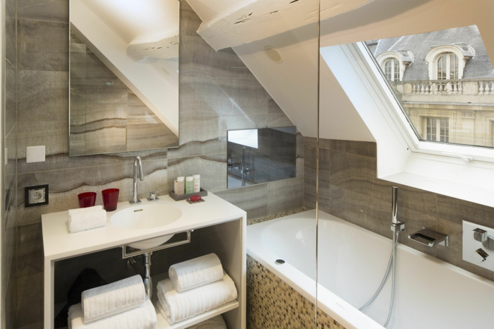 Wie man das dachgeschoss einrichten kann um ein tolles bad zu haben - Wie kann man ein kleines wohnzimmer einrichten ...