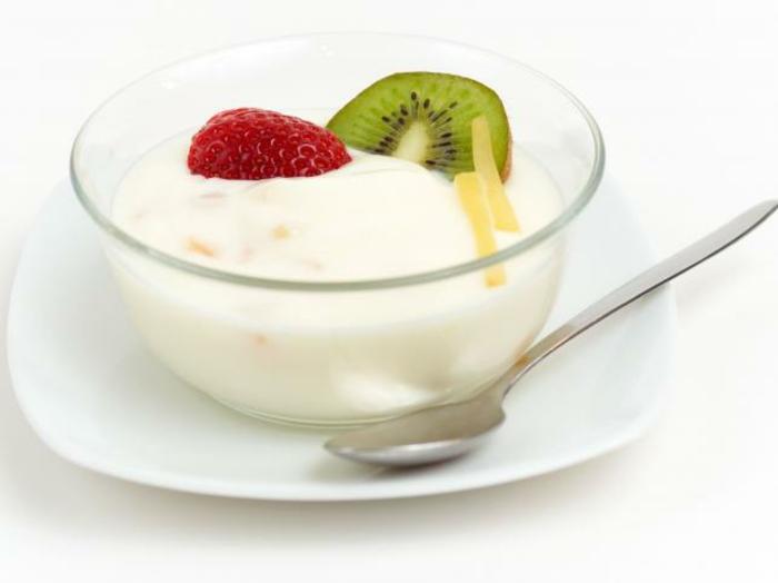 Gesunde Ernährung für Kinder joghurt mit obst