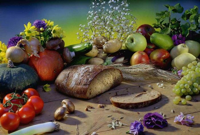 Heidnische Götter und das Erntedankfest brot