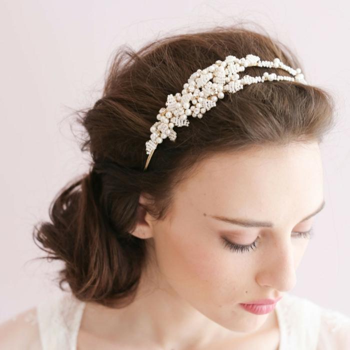 Hochzeitfrisuren feder accessoire