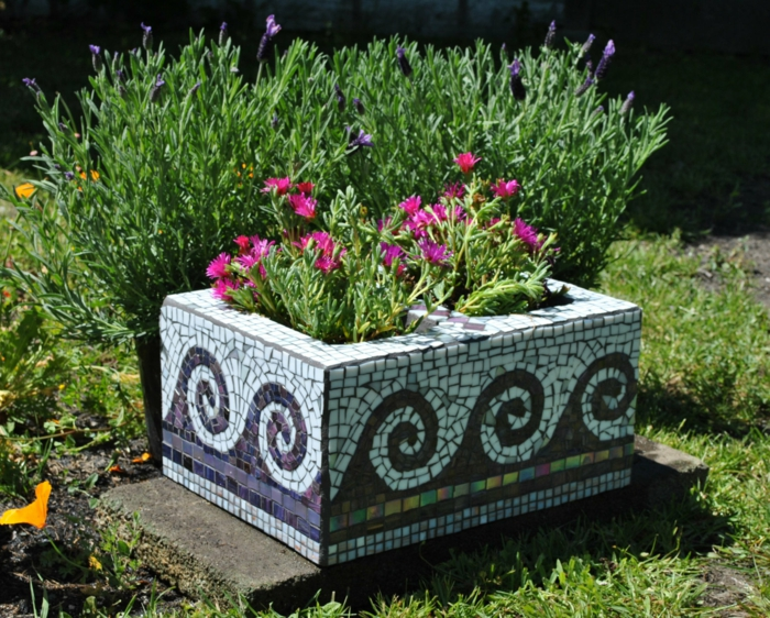 Mosaik selber machen gartenwege stein blumenkasten Mosaiksteine