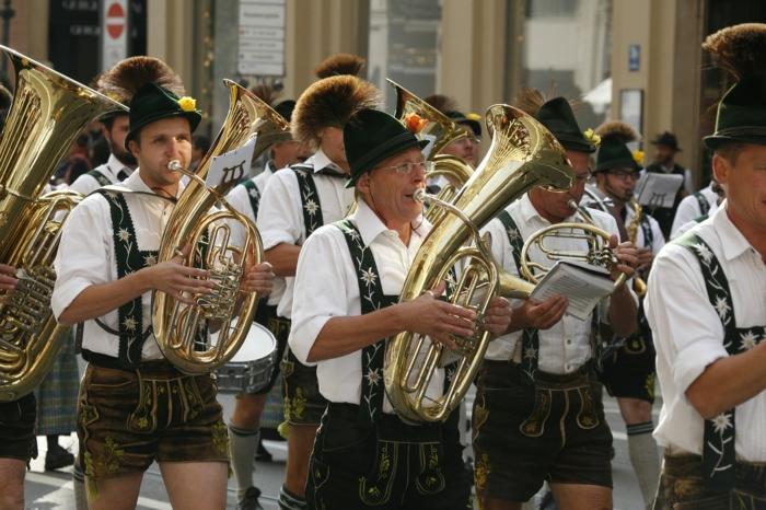 Oktoberfest München blasorchester eröffnung