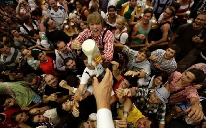 Oktoberfest München das erste bier