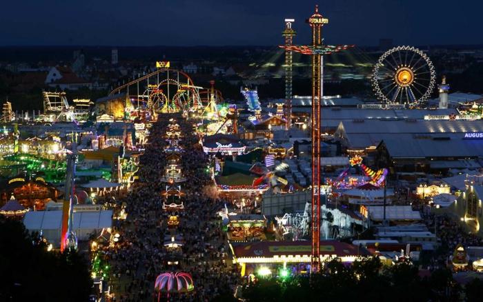 Oktoberfest München nachts