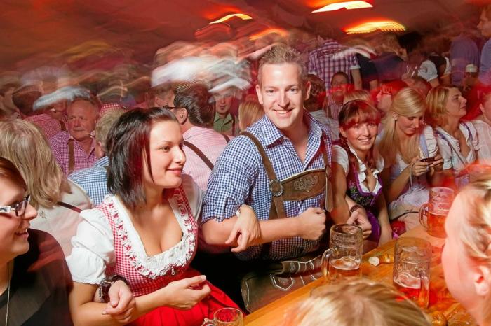 Oktoberfest München schunkeln