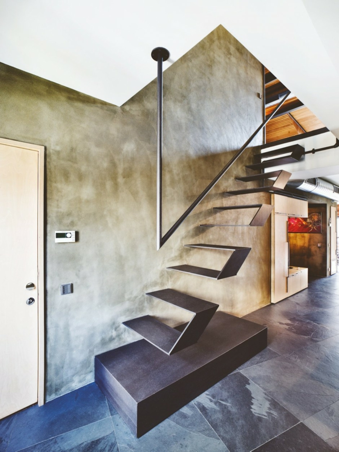 Schwebende Treppe einmalig von der seite