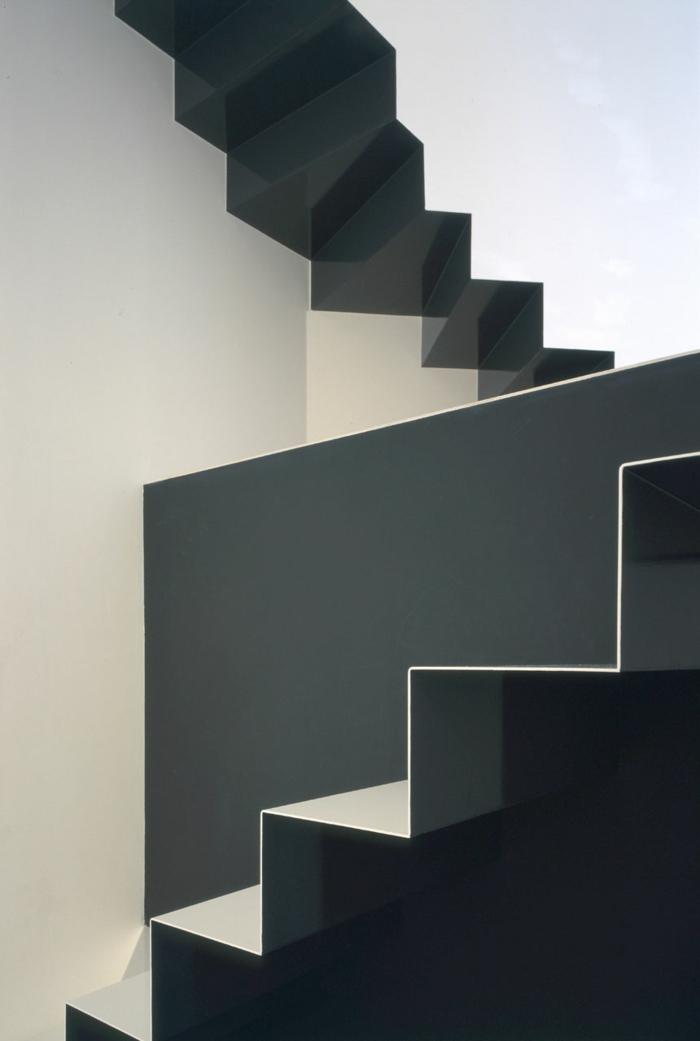 Schwebende Treppe sw