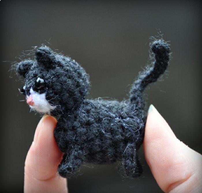 amigurumi häkeln muster winzige schwarze katze