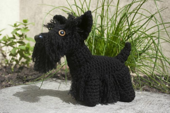 amigurumi häkeln schwarzer hund scottish terrier diy ideen schöne dekoideen