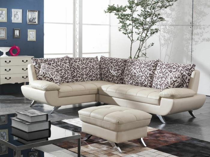 ausgefallene sofas beiges sofa schöne dekokissen toller teppich wohnzimmer