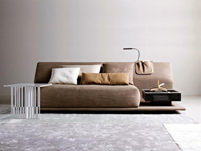 ausgefallene sofas braunes sofa dekokissen weißer beistelltisch