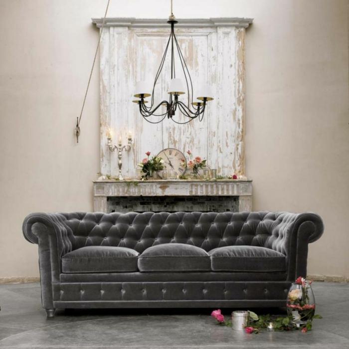 ausgefallene sofas schickes sofa blumendeko kamin