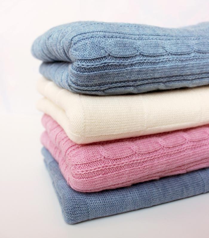 baby-kuscheldecke-weich-gestrickt-rosa-blau-beige