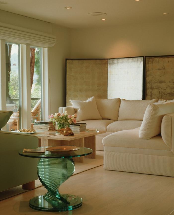 beistelltisch glas wohnzimmer einrichten ecksofa blumendeko