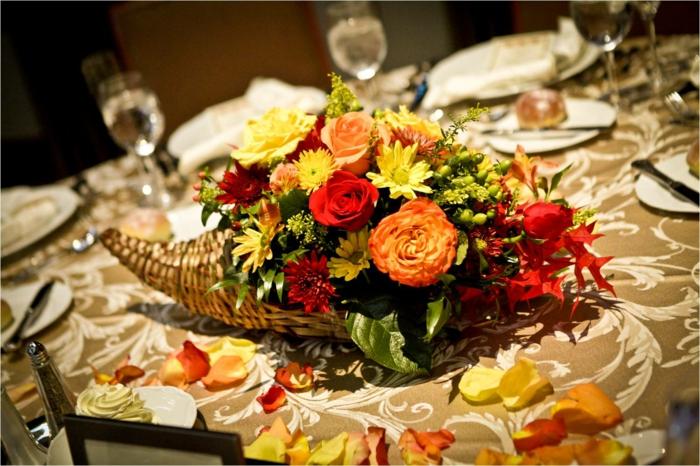 Tischdeko herbst blumen  Schicke und günstige Blumen Tischdeko zu Ihrer Hochzeit