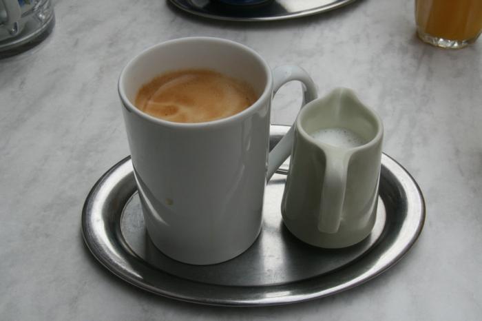 chronische magenschmerzen magenbeschwerden kaffee mit milch