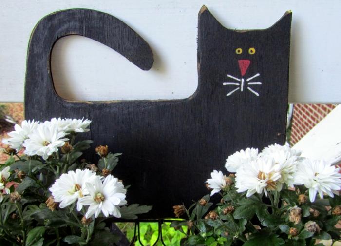 chrysanthemen weiß halloween deko ideen schwarze katze