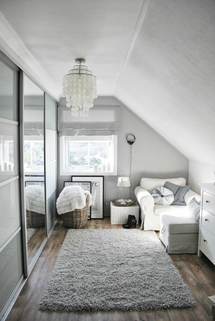 dachgeschoss einrichten grauer teppich weißer sessel wohnraum