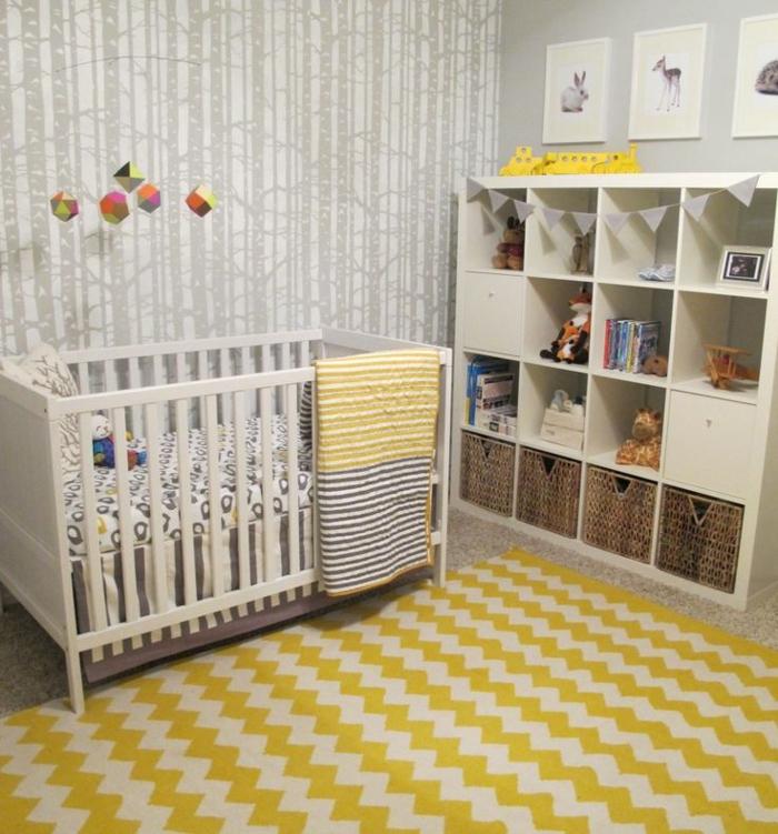 einrichtungstipps bodenbelag gelber teppich verlegen babybett