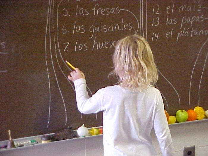fremdsprache lernen tipps kind schwarze tafel