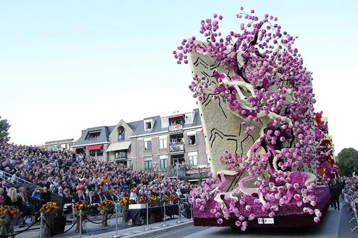 garten skulpturen photo werner pellis charmante blumenfigur dahlien blumenparade