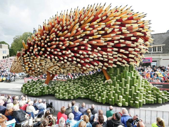 gartenskulpturen blumen Bloemencorso Zundert igel