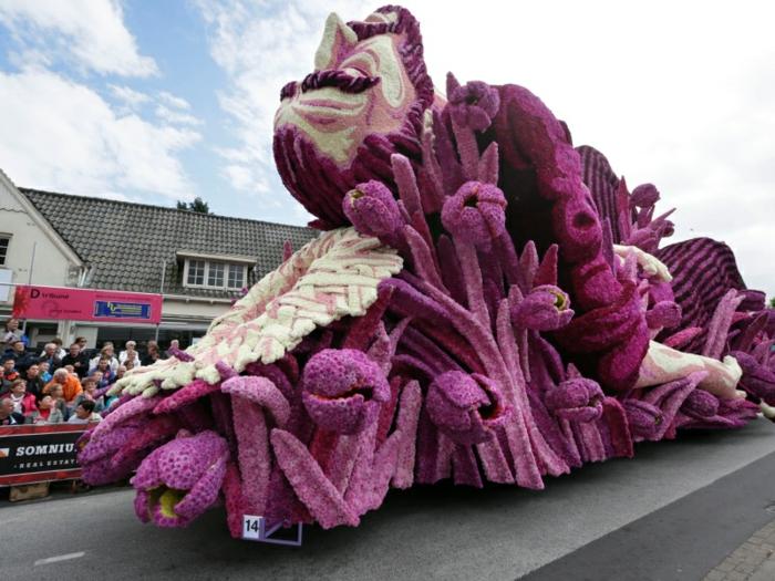 gartenskulpturen blumen dahlien Bloemencorso Zundert