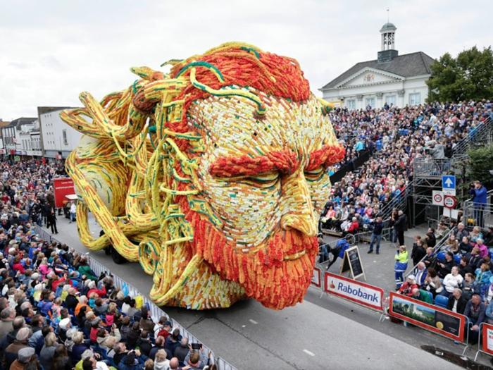 gartenskulpturen photo joyce van belkom Bloemencorso Zundert thema van gogh