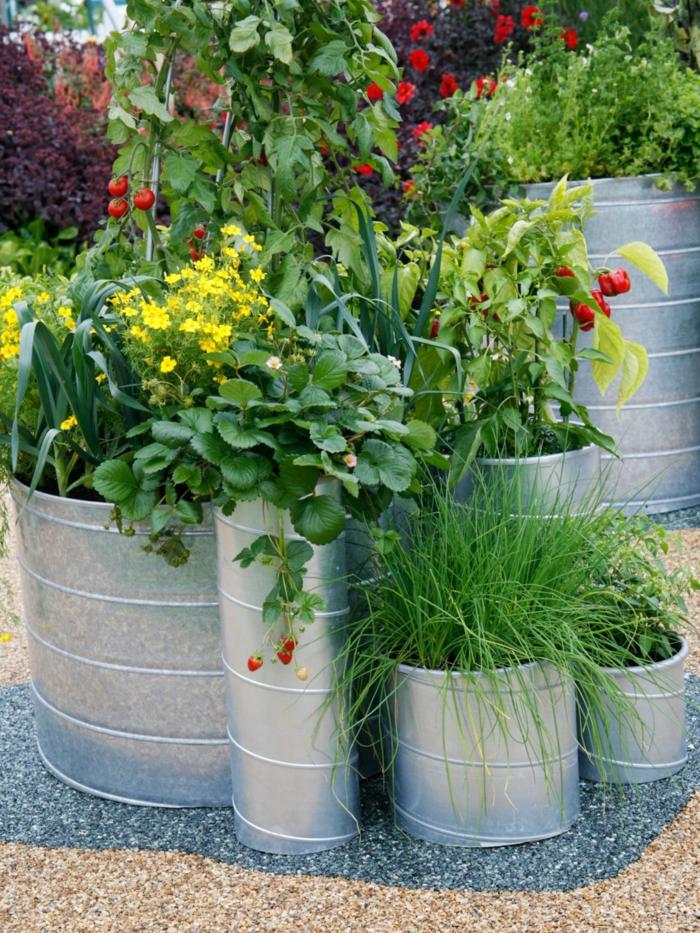 große pflanzkübel rustikaler look garten pflanzen