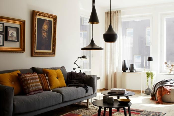 hängeleuchten wohnzimmer beleuchten dekokissen schwarze beistelltische