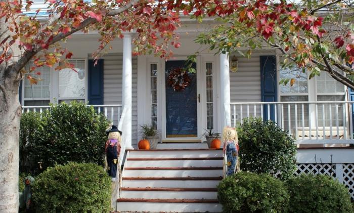 halloween deko haus eingang treppe kürbisse