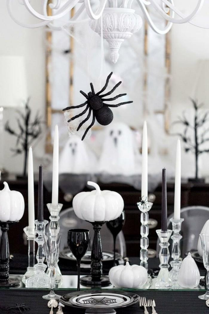 halloween deko stilvolle tischdeko in weiß schwarz