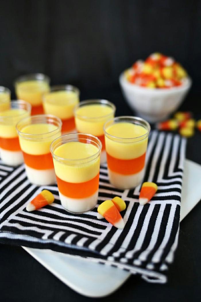 halloween deko tischdeko mit ausgefallenen süßigkeiten und getränken