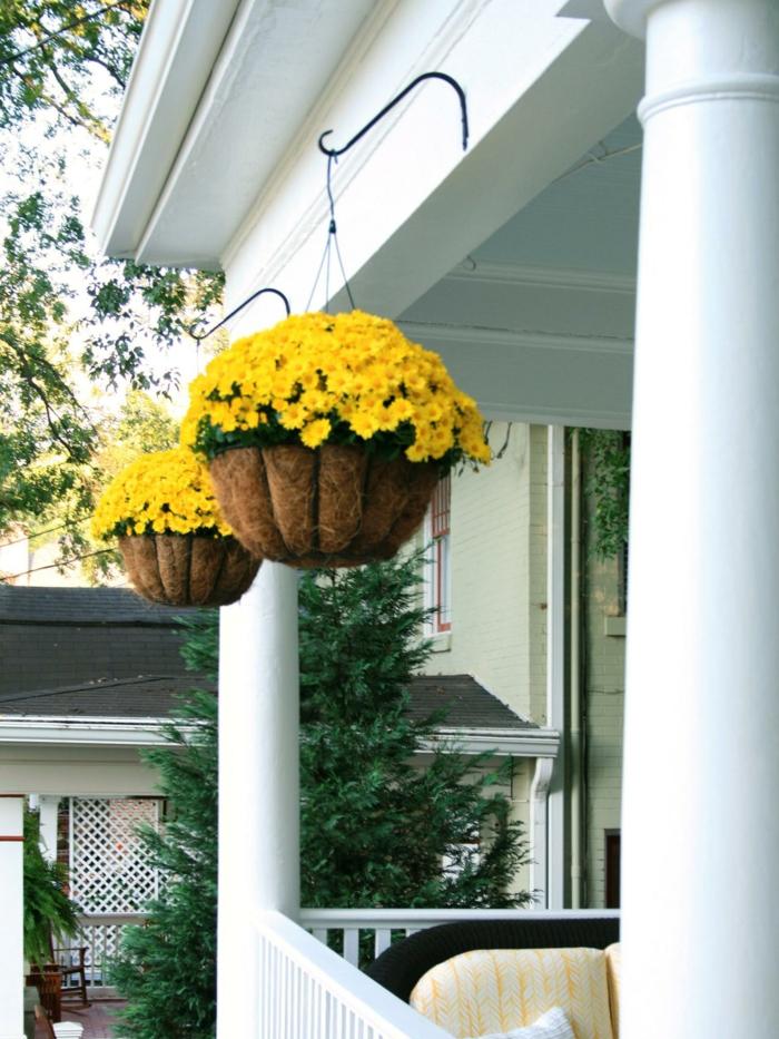 herbst deko blumenampel gelbe chrysanthemen