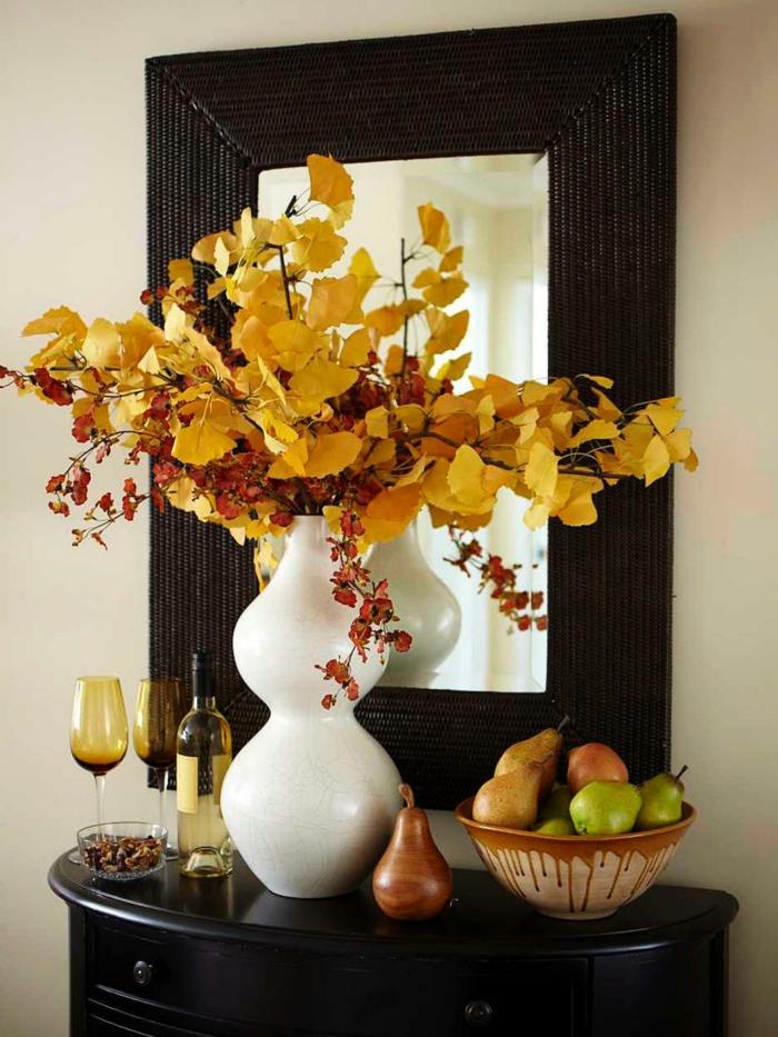 herbst deko herbstblätter äste arrangieren vase