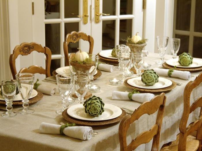 herbst deko tischdeko artischoken grüne kürbisse