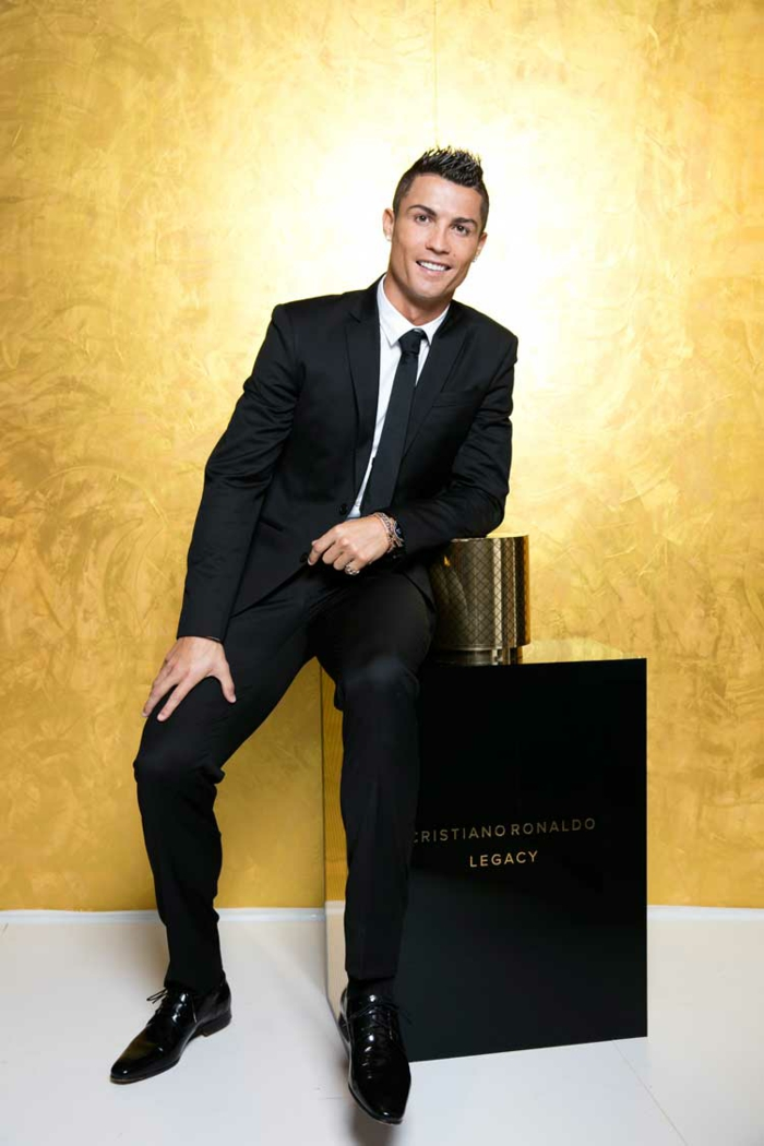 cristiano ronaldo pr sentiert seinen deb t duft legacy. Black Bedroom Furniture Sets. Home Design Ideas