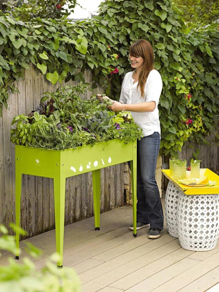 hochbeete grünes tischbeet außenbereich gestalten