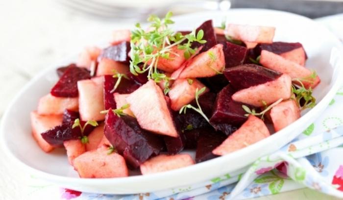 hoher blutdruck gesunder salat rote bete äpfel
