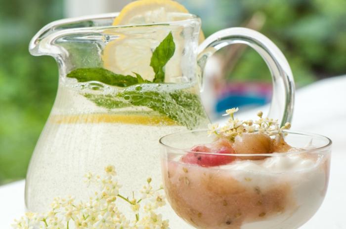 holunderblütensirup blüten smoothie cocktail sommer