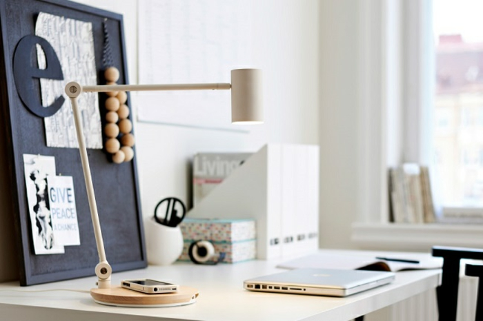 ikea wohnzimmermöbel drahtloses aufladen tischlampe schreibtisch