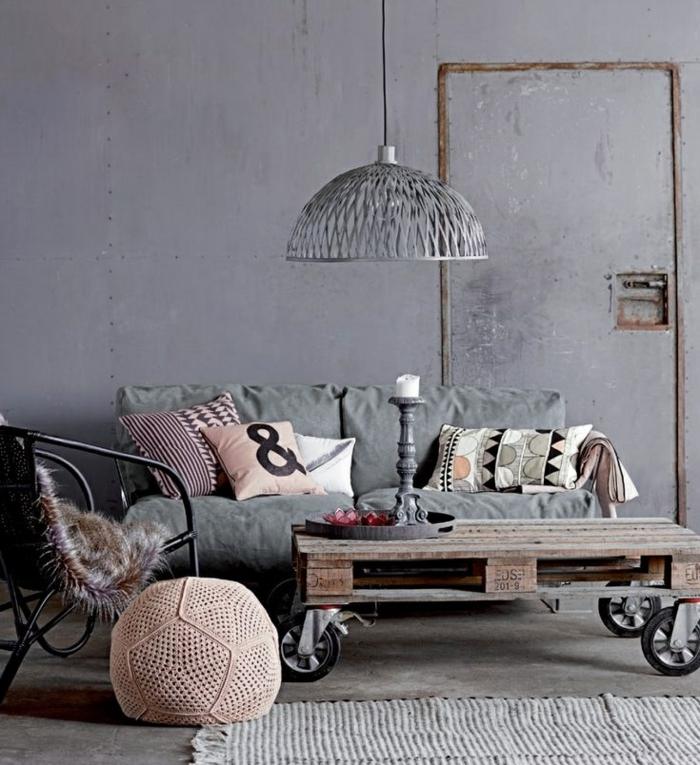 industrielampen-pendelleuchte-im-wohnzimmer-diy-couchtisch-paletten