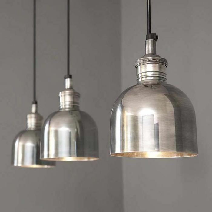 industrielampen silberne pendelleuchten wandfarbe grau beton look