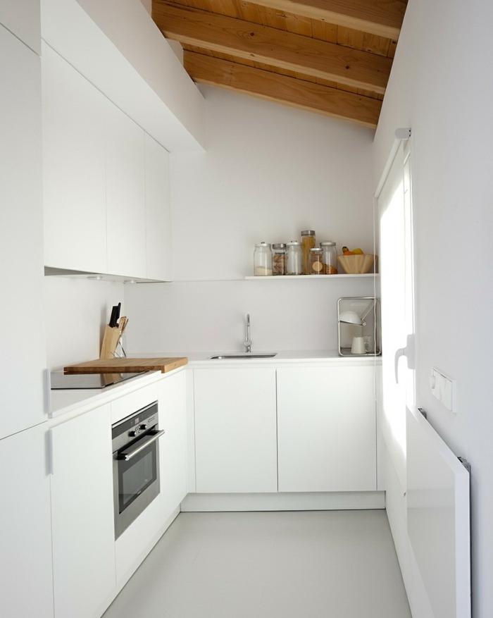 innendesign dachwohnung einrichten weiße kleine küche
