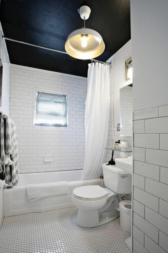 Innendesign Ideen Badezimmer Schwarze Decke Weiße Wandfliesen