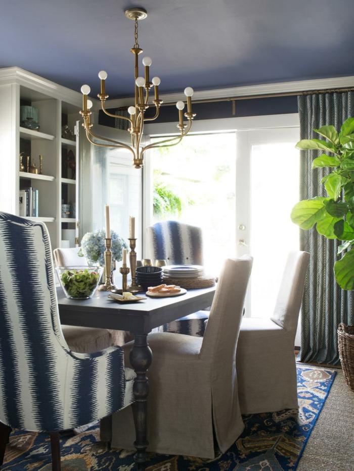 innendesign ideen esszimmer hellblaue decke teppich