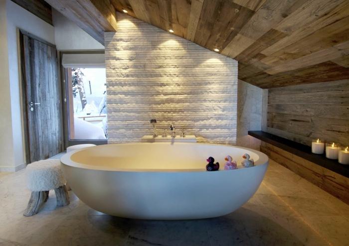 innendesign ideen gemütliches badezimmer dachwohnung freistehnde badewanne