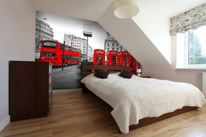innendesign schlafzimmer dachwohnung einrichten raffrollo weiße wandfarbe
