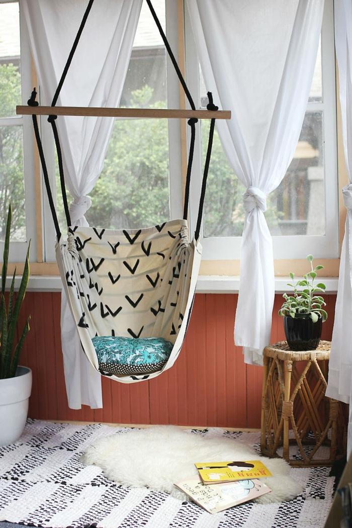 jugendzimmer einrichten hängesessel teppich weiße gardinen